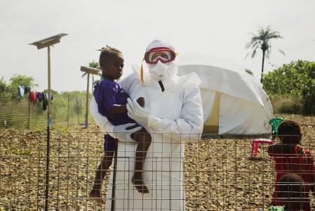 Prof. Dr. Joachim Gardemann leitete 2014 im Kampf gegen Ebola ein Behandlungszentrum vom Roten Kreuz und Roten Halbmond in Sierra Leone. (Foto: Maija Tammi)
