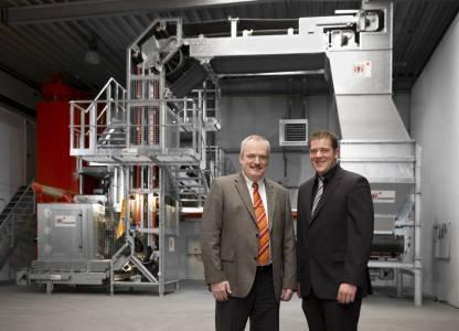 2010 verlieh die Jury Prof. Dr. Klaus Baalmann (l.) und Thomas Krasenbrink von der VHV Anlagenbau den Seifriz-Preis.