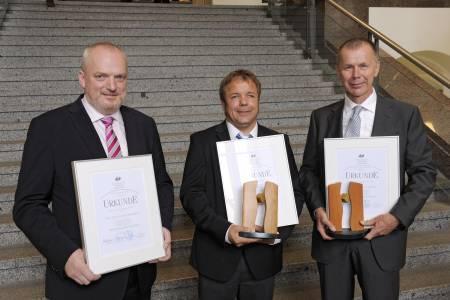 2013 freute sich Prof. Dr. Klaus Baalmann (l.) zusammen mit Prof. Dr. Hans-Arno Jantzen (r.) und Stefan Steverding über den Seifriz-Preis.