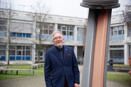 Unser ehemaliger Mitarbeiter Wolfgang Göbel hat uns erzählt, wie die Skulpturen nach Steinfurt auf den Campus kamen. (Foto: FH Münster/Katharina Kipp)