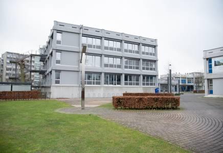 Ähnliche Perspektive 2021: die Friedensuhr auf unserem Steinfurter Campus. (Foto: FH Münster/Katharina Kipp)