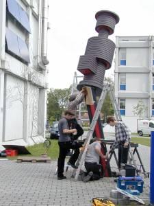 """Im Jahr 2004 wurden Teile der Kunstinstallation """"Was machst du hier"""" auf unserem Steinfurter Campus aufgebaut. (Foto: Wolfgang Göbel)"""