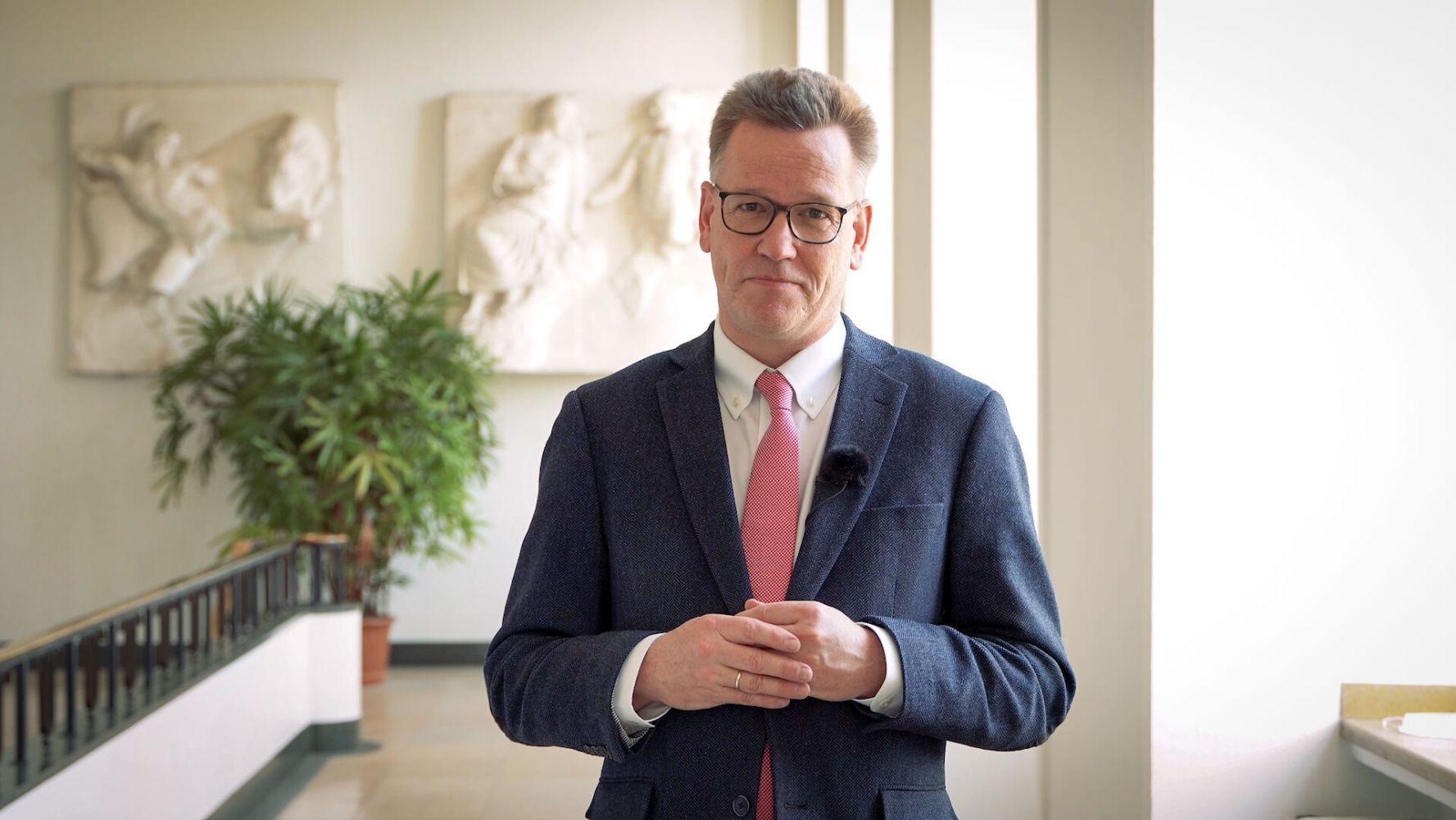 Prof. Dr. Johannes Wessels, Rektor der Westfälischen Wilhelms-Universität Münster, gratuliert zum 50. Geburtstag der FH Münster.