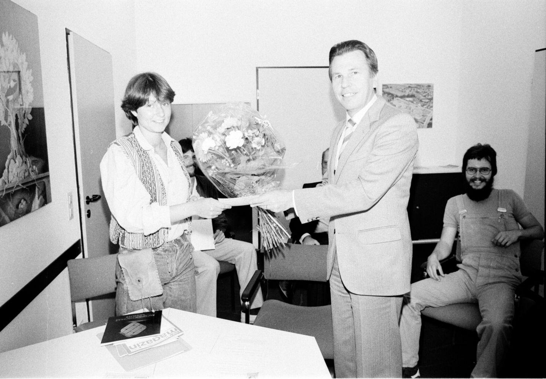 Rektor Prof. Dr. Klaus Mangold gratulierte der Architektur-Studentin Felicitas Beckmann.