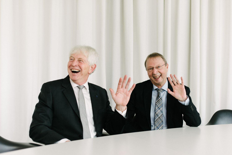 Prof. Dr. Richard Korff (l.) und Prof. Dr. Bernhard Lödding wurden 2016 in den Ruhestand verabschiedet. (Foto: FH Münster/Robert Rieger)