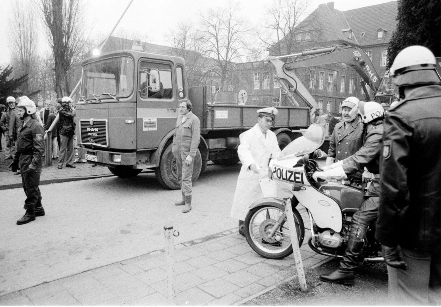 Im Februar 1980 wird in der Sertürnerstraße ein besetztes Haus geräumt und sofort abgerissen. (Foto: Archiv Pressestelle FH Münster)