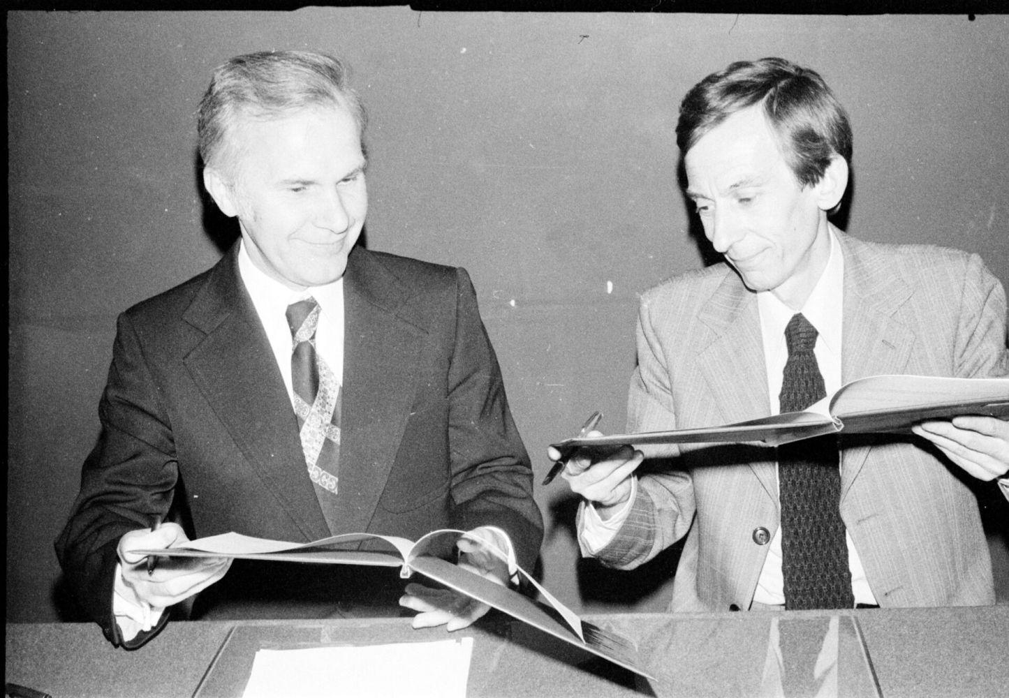 Juni 1976: Der Rektor der FH Münster, Prof. Dr.-Ing. Manfred Sentko, und Prof. Dr. P. Leroy, Präsident der Université des Sciences Grenoble, unterzeichnen den Kooperationsvertrag.