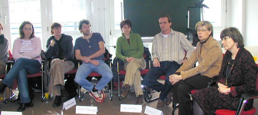 2004 startet erstmals der onlinegestützte Studiengang BASA-online Soziale Arbeit. Die damalige Dekanin, Prof. Dr. Hiltrud von Spiegel (r.), unsere heutige Präsidentin Prof. Dr. Ute von Lojewski (2.v.r.), damals noch Prorektorin für Lehre, Studium und Studienreform, und Studiengangsbetreuer Guido Schmiemann begrüßen die Studierenden.