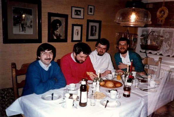 … und trafen sich 25 Jahre später im November 2011 erneut in dieser Konstellation zum 65. Geburtstag von Dieter Dudek (v.l.): Wolfgang Göbel, Peter Furchert, Josef Lindenbaum, Dieter Dudek. © privat