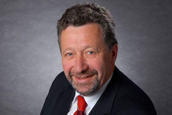 Hermann Eiling, Hauptgeschäftsführer a.D. der Handwerkskammer Münster und ehemaliger Vorsitzender der gdf, gratuliert unserer Hochschule zum Geburtstag.