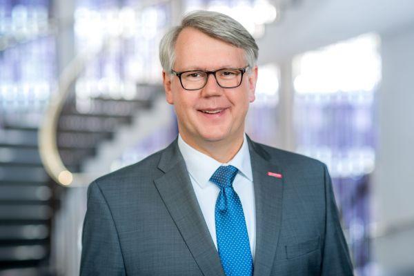 Thomas Banasiewicz, Hauptgeschäftsführer der Handwerkskammer Münster, gratuliert unserer Hochschule zum Geburtstag.