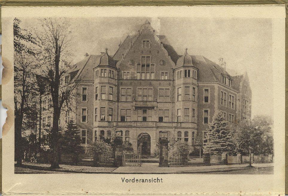 Ein historisches Bild des Haupteingangs der Hüfferstiftung aus den 1930er Jahren
