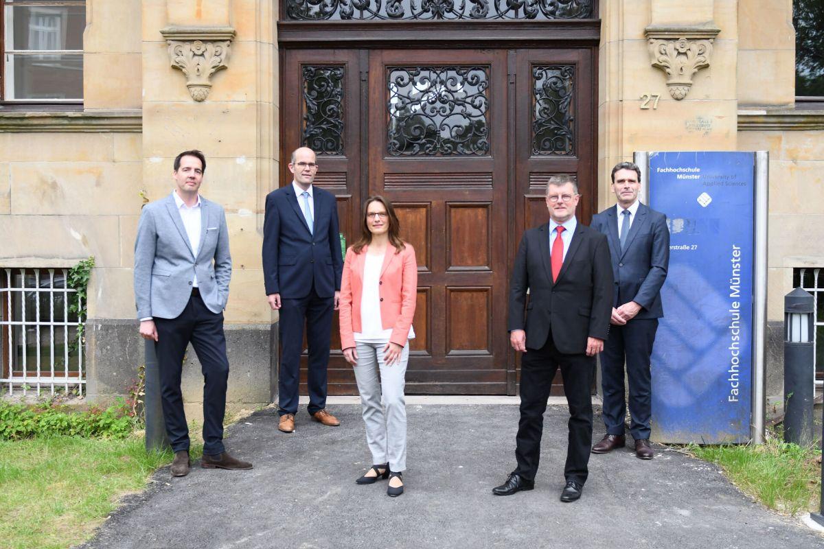 Das neue Präsidium der FH Münster ab dem 1. Oktober 2021. Von links: Carsten Schröder, Guido Brebaum, Prof. Dr. Isabelle Franzen-Reuter, Prof. Dr. Stephan Barth, Prof. Dr. Frank Dellman.