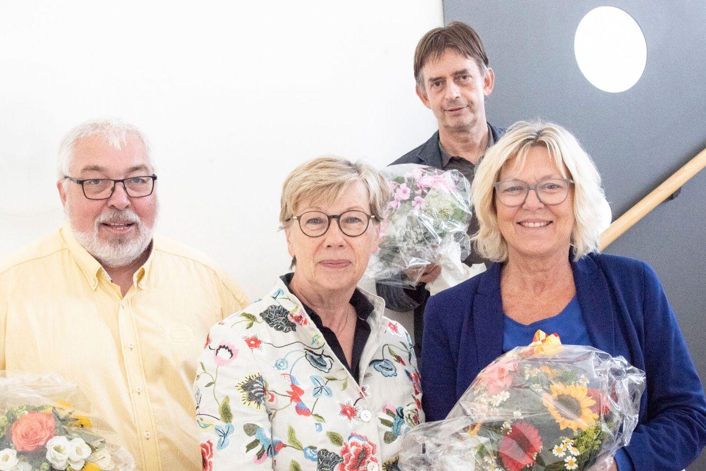 Gruppenbild mit zwei Professoren und einer Professorin sowie der Präsidentin (Foto: Pressestelle/Anne Holtkötter)