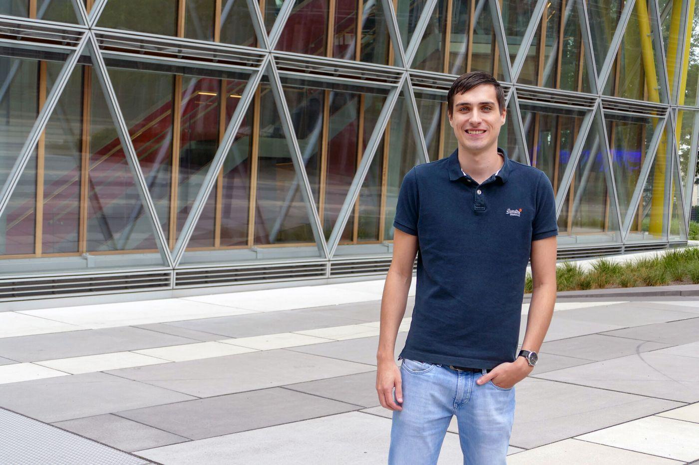 Abschluss mit Auszeichnung: Der Informatikabsolvent Jonas Waldmann wurde mit dem diesjährigen Hochschulpreis der FH Münster ausgezeichnet. In seiner Bachelorarbeit bei der LVM Versicherung entwickelte er eine Verwaltungssoftware für die Kennzeichen von E-Scootern. (Foto: FH Münster/Jana Schiller) (Foto: FH Münster/Jana Schiller )